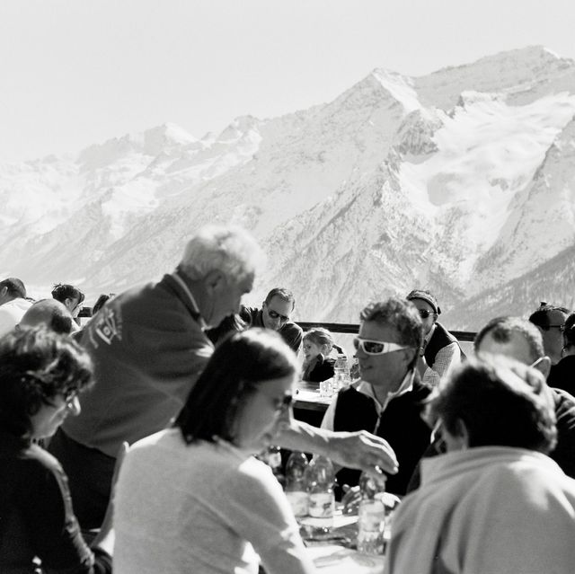 Mountain range, Mountain, Crowd, Black-and-white, Tourism, Alps, Monochrome photography, Recreation, Snow, Event,