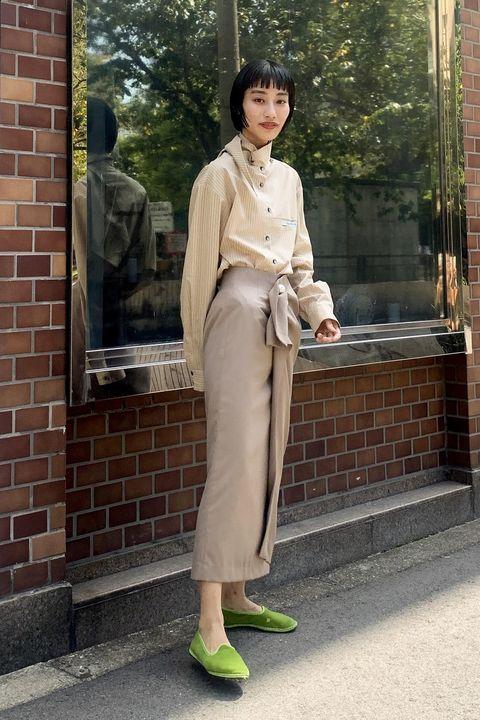 Clothing, Photograph, Street fashion, Snapshot, Fashion, Beige, Footwear, Brown, Standing, Shoe,