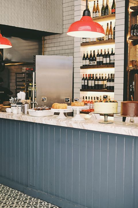 Wildflour藏酒櫃與糕點展示台