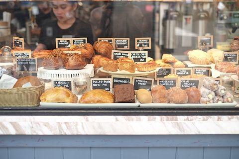 Wildflour被塞滿滿的麵包展示櫃