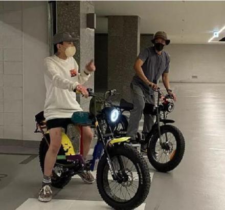gd與jennie戀情曝光,網友關注點全放在「電動車」上!帶貨巨星也愛騎的環保電動車品牌、價碼大揭露