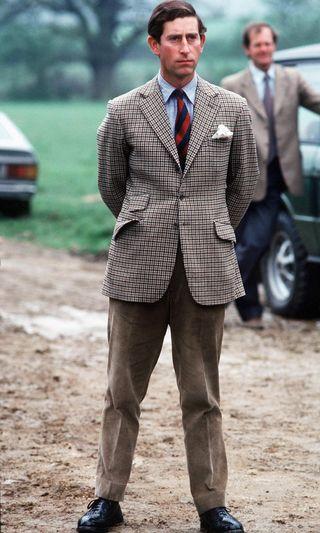 チャールズ皇太子のファッションスタイル、その普遍的な格好よさを探る