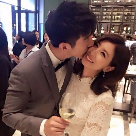 Love, Interaction, Beauty, Romance, Forehead, Hairstyle, Snapshot, Happy, Kiss, Cool,