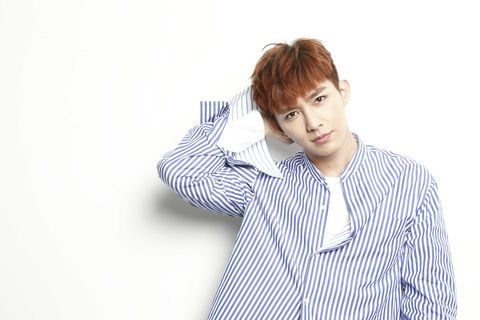 White, Forehead, Hairstyle, Arm, Shoulder, Neck, Outerwear, White-collar worker, Dress shirt, Sleeve,