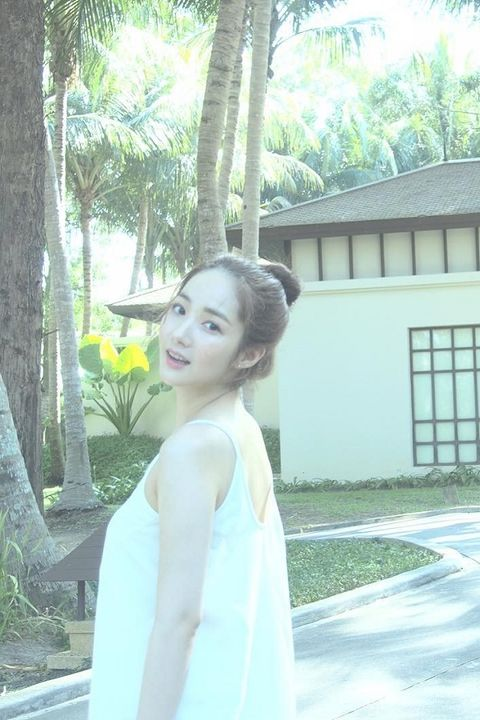 Hair, White, Photograph, Beauty, Shoulder, Skin, Hairstyle, Snapshot, Dress, Summer,