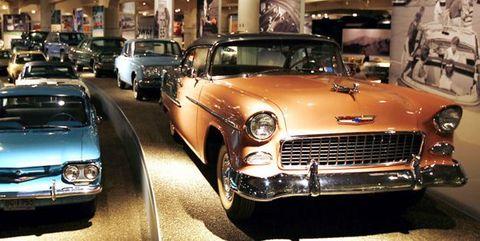 Motor vehicle, Automotive design, Vehicle, Land vehicle, Headlamp, Automotive parking light, Classic car, Car, Grille, Hood,