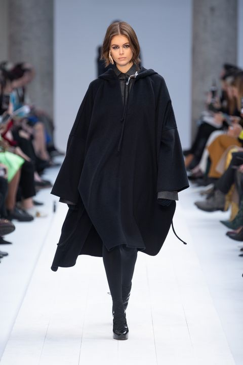 Fashion show, Fashion, Runway, Clothing, Fashion model, Outerwear, Mantle, Human, Poncho, Fashion design,