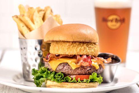 日本出現「金箔漢堡」引起少女狂熱!超奢華的速食只有在Hard Rock咖啡廳吃得到