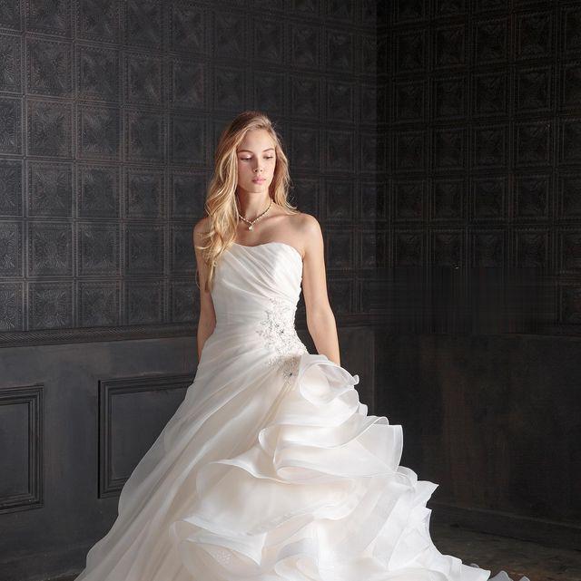 ブライダルハウスtutuのフリル&リボンドレス