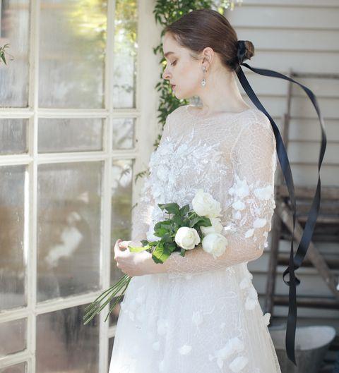 オーセンティックの立体装飾ドレス