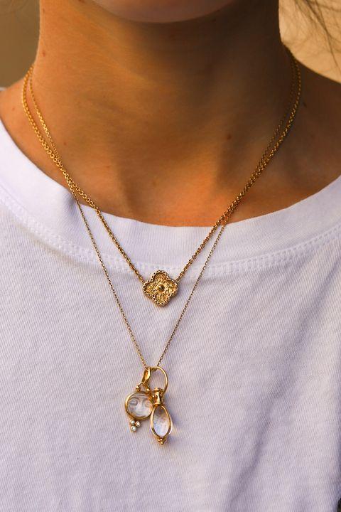 Necklace, Body jewelry, Jewellery, Pendant, Fashion accessory, Locket, Neck, Yellow, Chain, Gold,