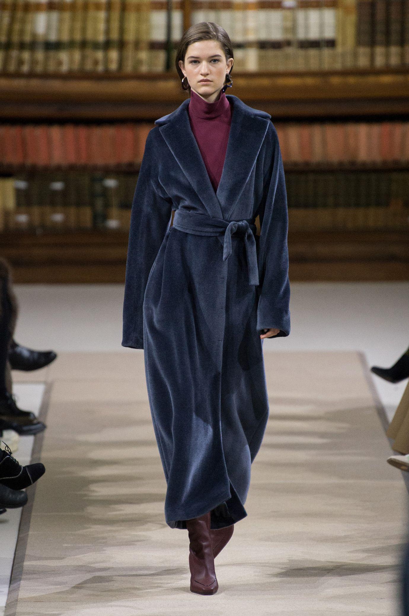 Il cappotto donne di moda nell'autunno inverno 2018 2019