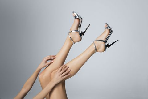Human leg, Leg, Skin, Arm, Joint, Footwear, Hand, Shoulder, Finger, Human body,