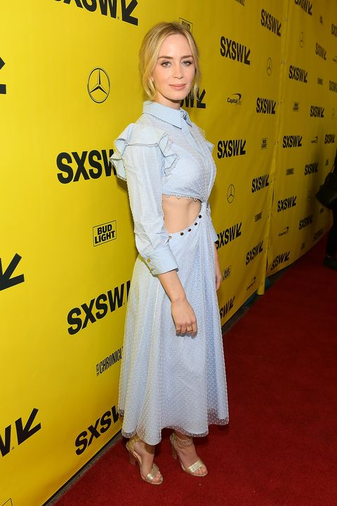Red carpet, Clothing, Yellow, Premiere, Shoulder, Carpet, Hairstyle, Flooring, Dress, Fashion,