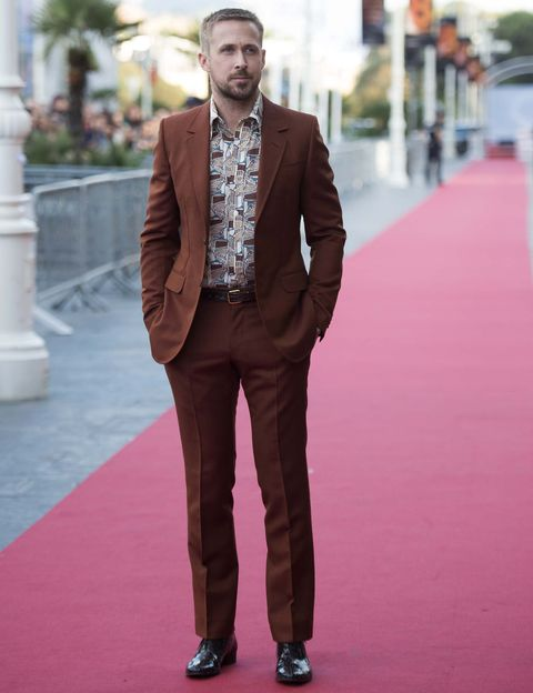 Suit, Clothing, Formal wear, Street fashion, Fashion, Brown, Red carpet, Pantsuit, Blazer, Outerwear,