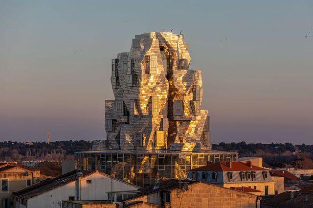 la torre di frank gehry per fondazione luma