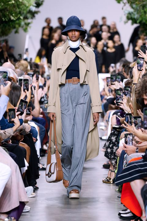 Fashion, Fashion show, Runway, Street fashion, Fashion model, Outerwear, Spring, Event, Haute couture, Fashion design,