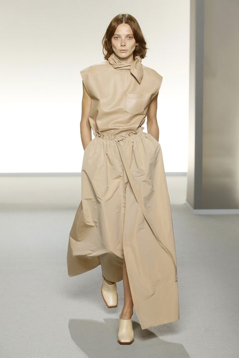 Fashion model, Clothing, Fashion show, Fashion, Runway, Shoulder, Beige, Dress, Fashion design, Waist,