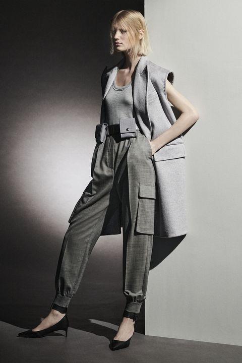 Shoulder, Human leg, Joint, Style, Bag, Fashion, Knee, Sandal, Street fashion, Foot,