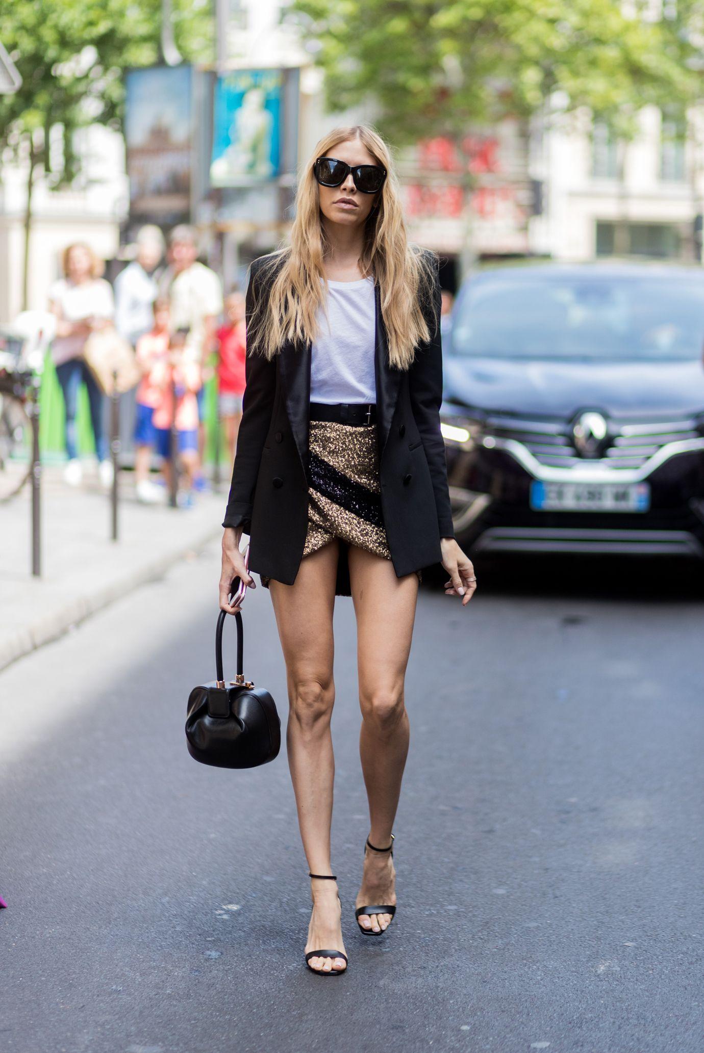 Con i sandali alla schiava scopri un nuovo modo per sedurre: i sandali donna hanno lunghe stringhe da annodare alla caviglia, su sino al ginocchio, sandali con zeppa o sandali con tacco basso per i tuoi look moda dell'estate 2018.