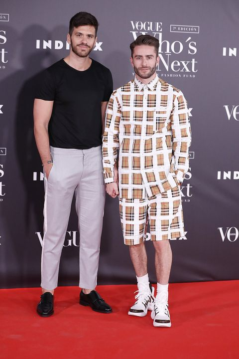 Red carpet, Carpet, Clothing, Fashion, Premiere, Flooring, Event, Muscle, Design, Footwear,