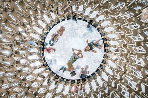 The Hive, progettato da Wolfgang Buttress, al Royal Botanic Gardens, Kew, a sud-ovest di Londra, Foto di Omer Kanipak