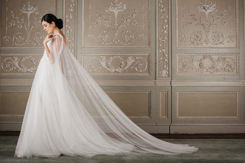 9771a634314b Nella Reggia di Monza sfilano gli abiti da sposa ispirati alla ...
