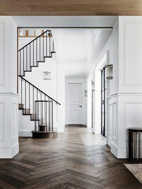 escalera con balaustrada de hierro negro