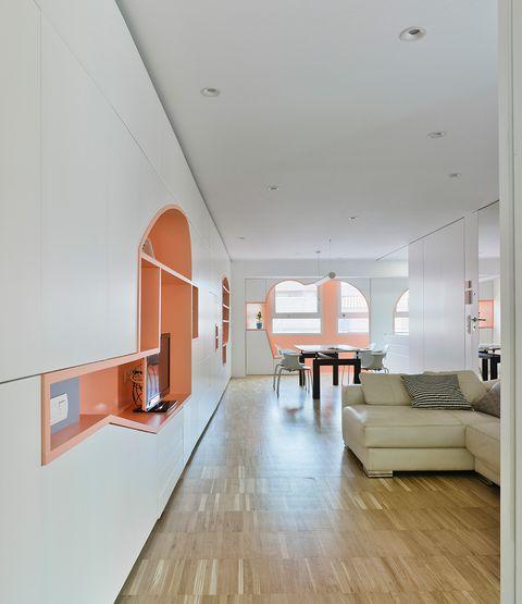 este piso de 100 metros cuadrados del centro de murcia antes era lúgubre y anticuado el estudio ad hoc lo reformó con buenas soluciones de almacenaje y tabiques móviles