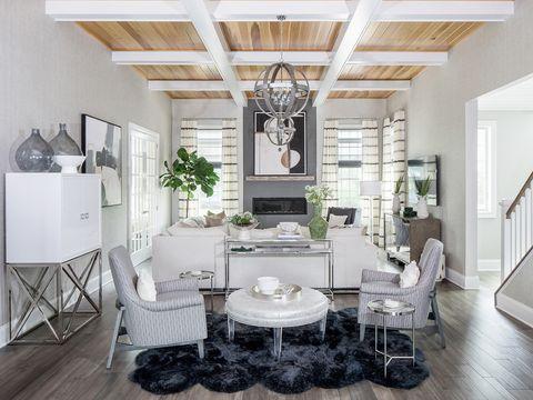 el mobiliario del salón se dispuso de forma simétrica para generar armonía visual