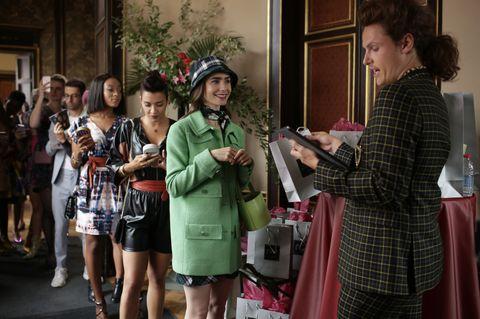《艾蜜莉在巴黎》榮登年度帶貨王!因為這部影集kangol漁夫帽搜尋度上漲300%
