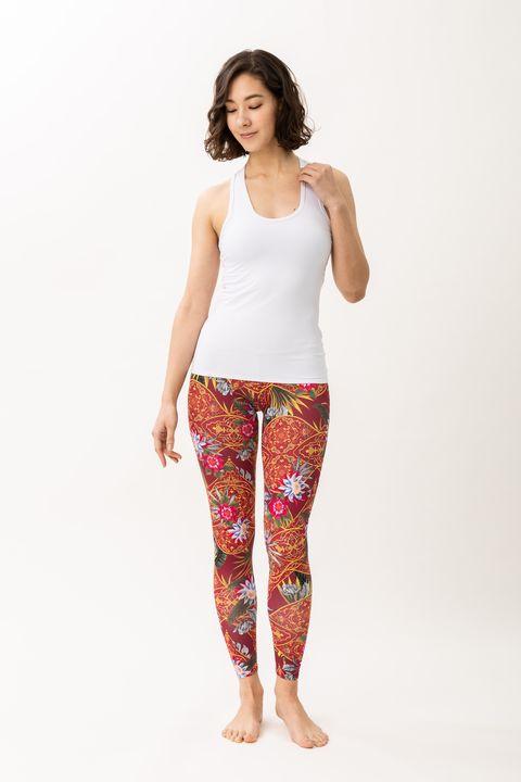 Clothing, White, Leggings, Waist, Visual arts, Sportswear, Leg, Trousers, Active pants, Pajamas,
