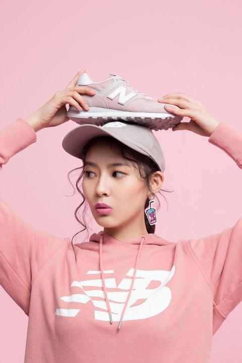 Pink, Clothing, Skin, Beauty, Headgear, Fashion accessory, Hat, Photography, Neck, T-shirt,