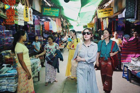 Market, Bazaar, People, Public space, Selling, Marketplace, Human settlement, Snapshot, City, Town,