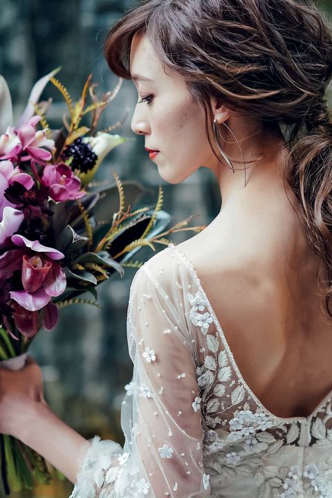 Hair, Hairstyle, Dress, Beauty, Headpiece, Skin, Bride, Gown, Flower, Hair accessory,
