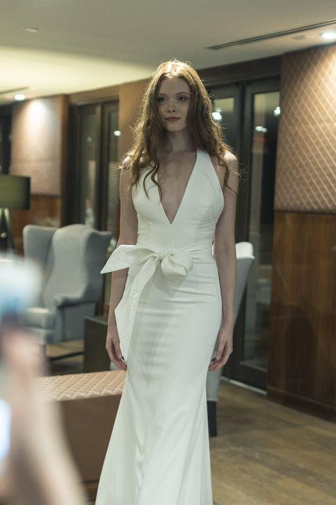 クチュールナオコのvデザインドレス