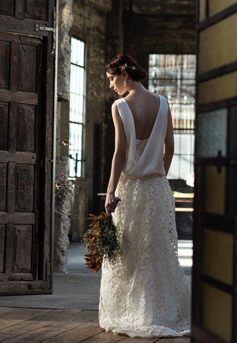 オーセンティックの美人ドレス