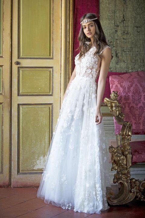 Guarda gli abiti da sposa bellissimi e scopri i modelli più trendy per  l estate d4fb1ca979a