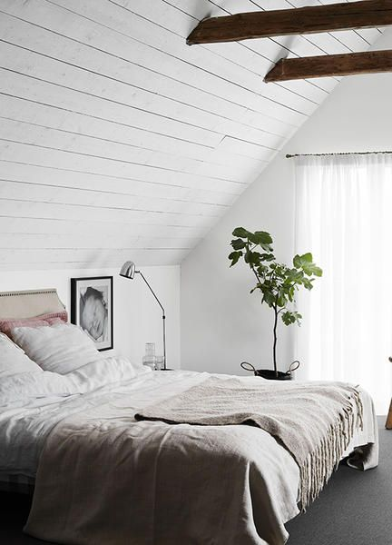 Bedroom, Bed, Furniture, Room, Bed sheet, Bed frame, Interior design, Ceiling, Property, Wall,