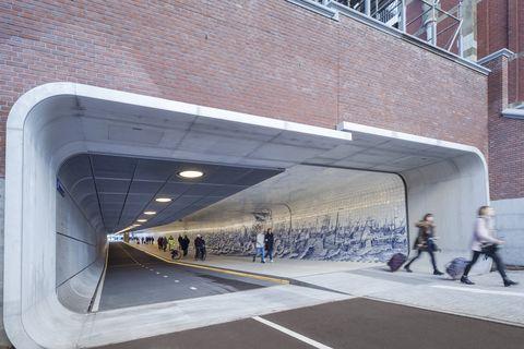 Ámsterdam abre un pasaje subterráneo para bicicletas y peatones