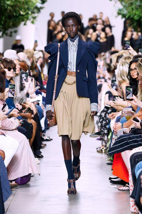 Fashion, Runway, Fashion show, Street fashion, Fashion model, Clothing, Footwear, Outerwear, Shoulder, Event,