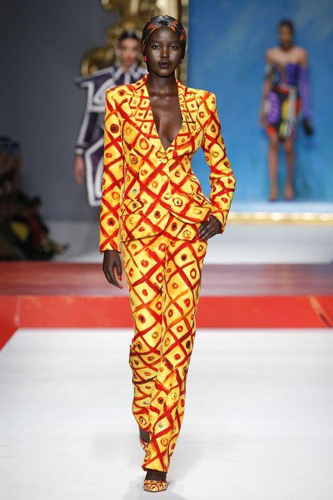 Fashion show, Yellow, Runway, Style, Fashion model, Fashion, Model, Public event, Street fashion, Fashion design,