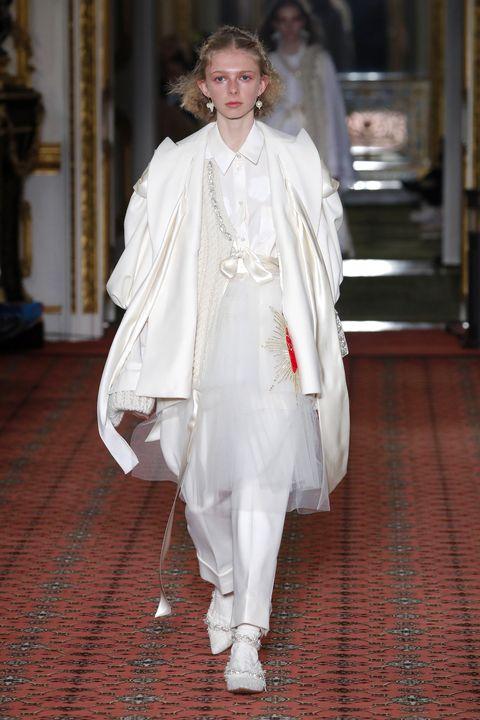 White, Fashion, Clothing, Haute couture, Fashion model, Outerwear, Dress, Runway, Fashion design, Fashion show,