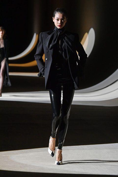Fashion model, Fashion show, Fashion, Runway, Footwear, Fashion design, Public event, Haute couture, Tights, Event,