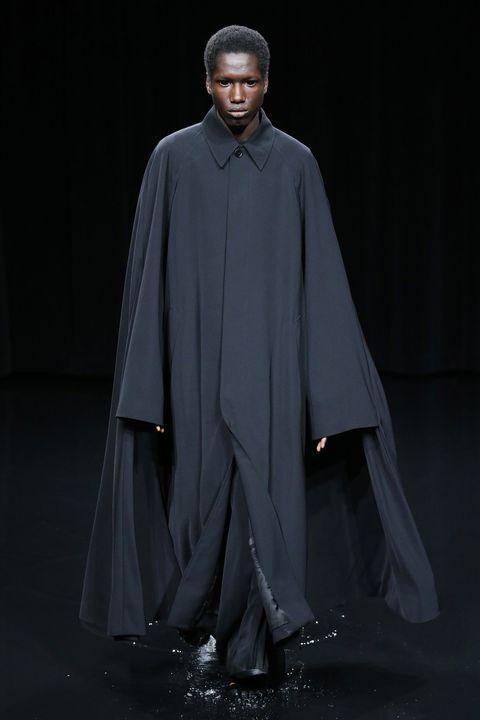 Fashion, Outerwear, Mantle, Cloak, Haute couture, Runway, Fashion show, Fashion design, Robe, Cape,