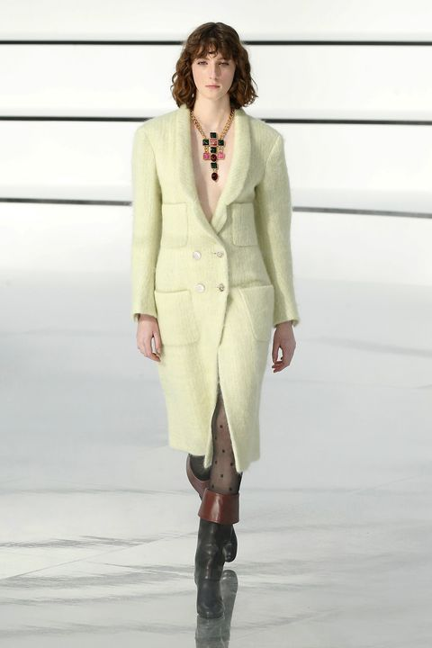 Fashion model, Fashion show, Fashion, Clothing, Runway, Outerwear, Suit, Blazer, Haute couture, Formal wear,