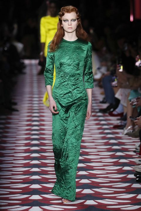 Fashion model, Fashion, Fashion show, Runway, Clothing, Green, Haute couture, Fashion design, Dress, Event,