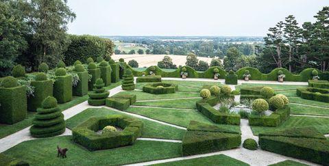 Garden, Shrub, Botanical garden, Hedge, Grass, Estate, Plant, Tree, Landscaping, Building,
