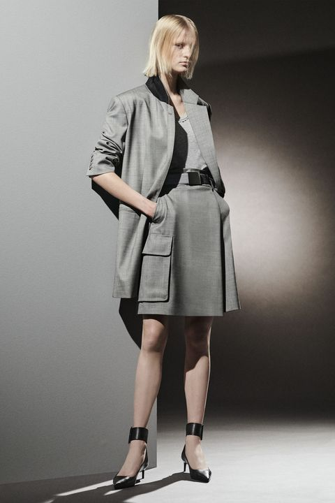 Clothing, Sleeve, Shoulder, Human leg, Joint, Outerwear, Style, Collar, Knee, Fashion,