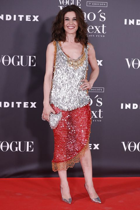 Clothing, Red carpet, Carpet, Dress, Premiere, Fashion, Hairstyle, Fashion model, Cocktail dress, Shoulder,